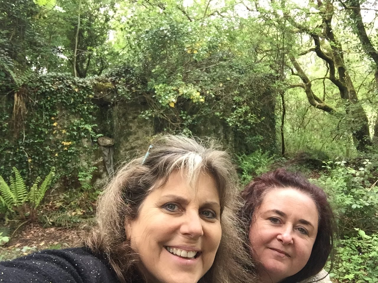 Mindie Burgoyne and Ruth O'Hagan at Biddy Early's cottage